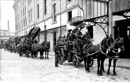 SP feu Paris 1900.jpg